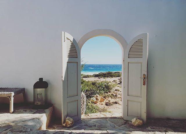 Feliz lunes mirando al mar azul!! . . . #marewaformentera #marewaexperience #formentera #formenteralovers #ibiza #privatechef #cheflife #foodlovers #privateservice #privateevents #luxuryhomes #luxuryhouses #weddingplanner #events #yogaretreat #yoga