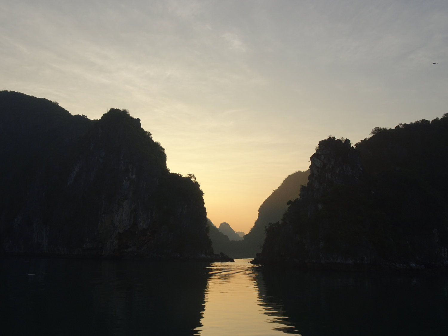 vietnam ha long bay sunrise