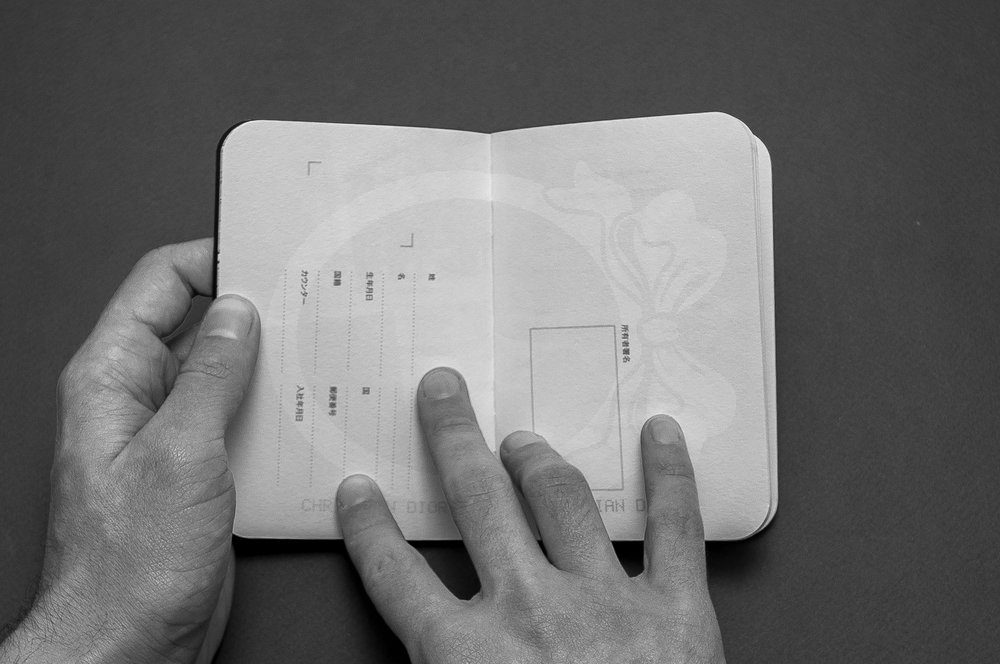 Folio-Print-DesignGraphique-Dior-Passport-5.jpg