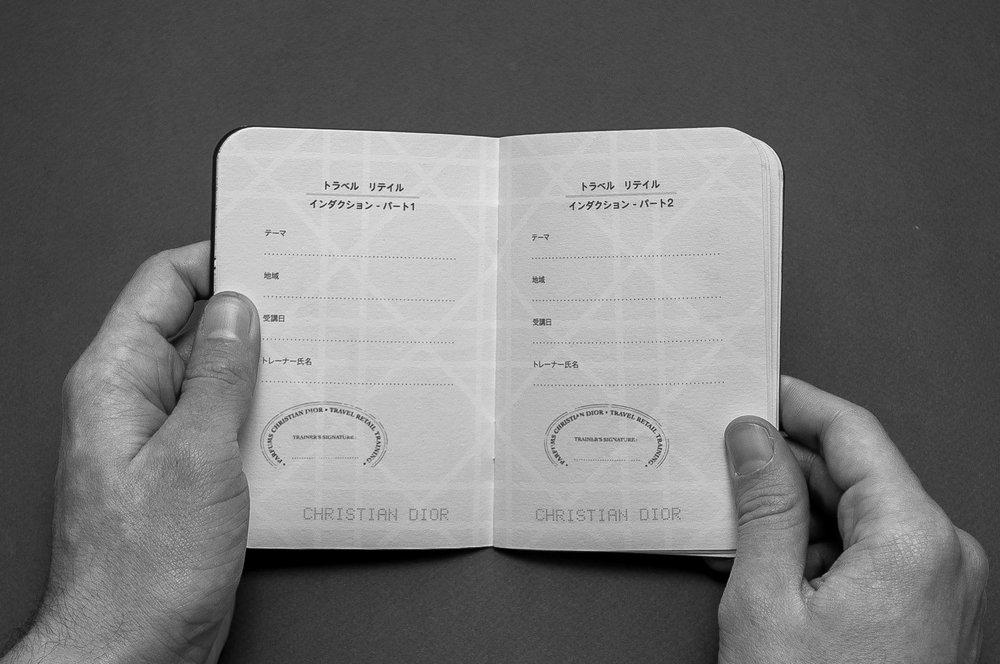 Folio-Print-DesignGraphique-Dior-Passport-6.jpg
