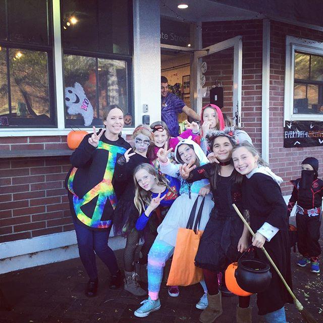 So much fun last night Trick or Treating!! We can't wait until next year! ✌🏻❤️🎃 #lexies #lexiesnewburyport