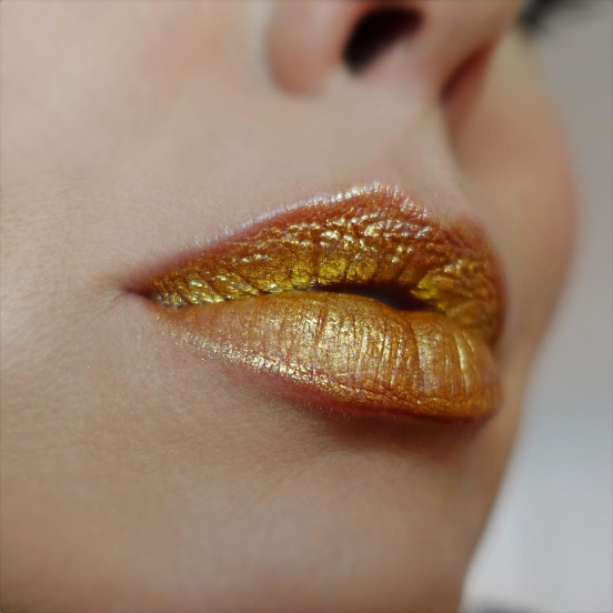 WHY YOU'RE ABOUT TO BE OBSESSED WITH METALLIC LIPS - ... And the rest of our spring beauty Buzz finds!