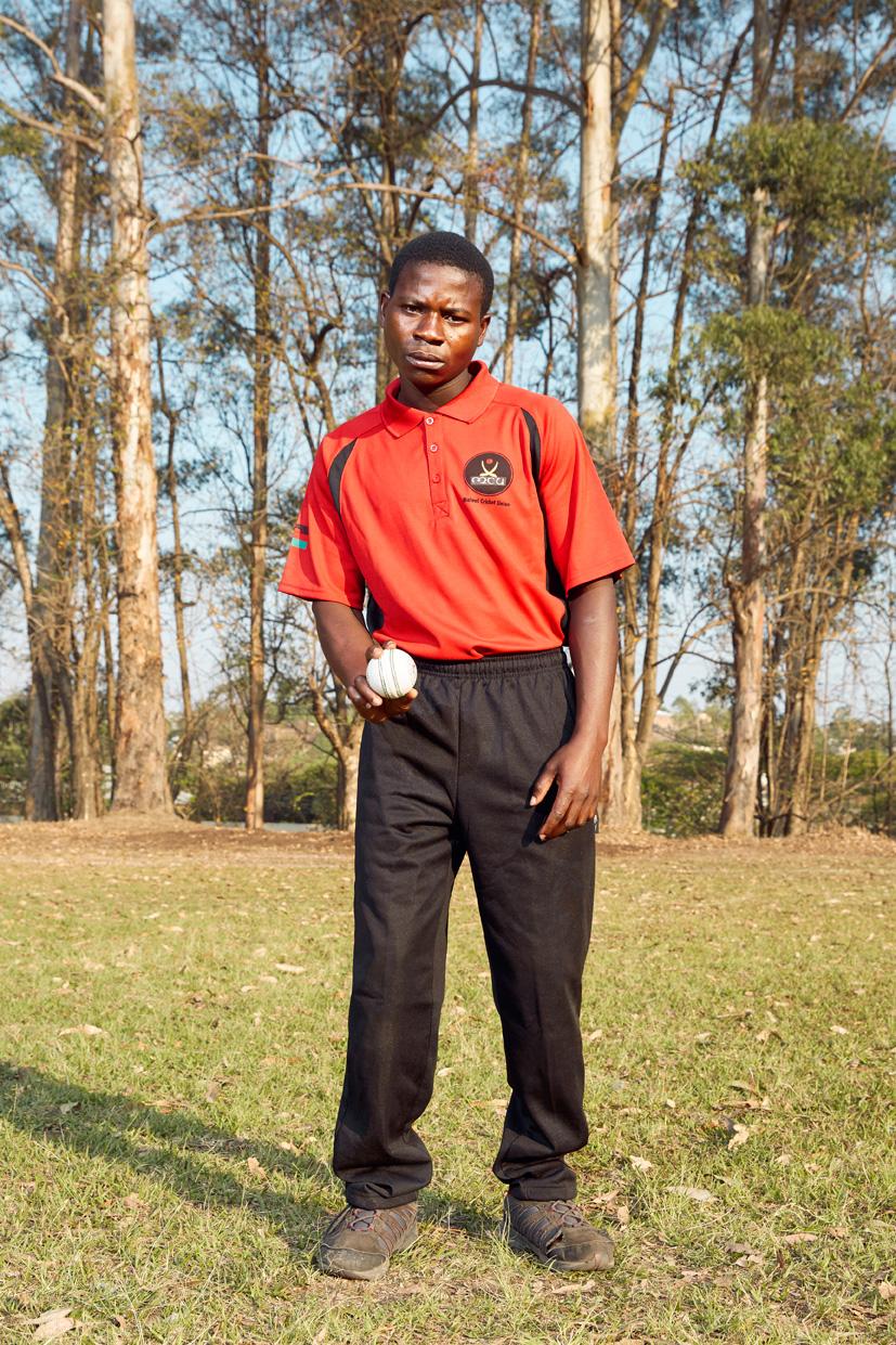 Tusida Makina, bowler