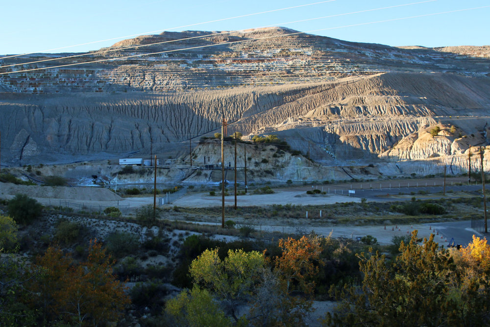 A mining operation located along the U.S. 60 between Superior and Globe. A copper mining company wants to put operations in Oak Flats, about five miles away. (Photo by Bri Cossavella/Cronkite News)