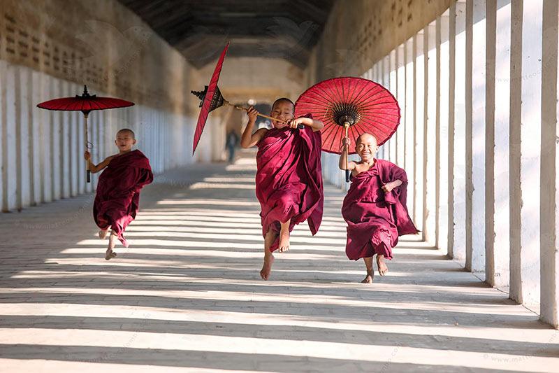 kids-monks-myanmar-holidays.jpg