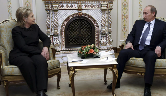 Putin manspreading in front of Hillary Clinton