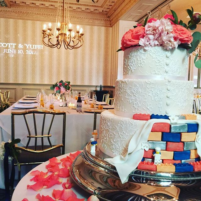 Now this is a great wedding cake! This is actually the view from the backside so that you can see the Legos at the bottom of the cake. #columbusweddingdj #buckeyesoundsweddings #buckeyesounds #newtennant2017