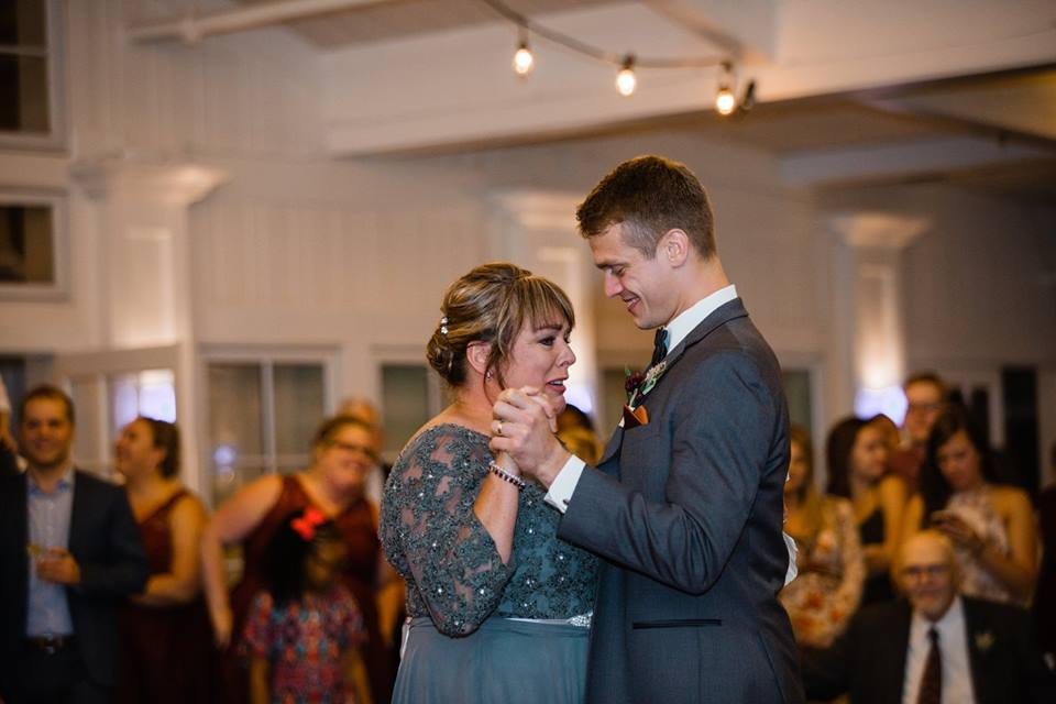 Groom-Mom-Dance-2017.jpg