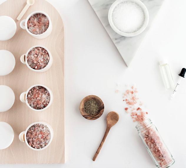 DIY Grapefruit and Rosemary Bath Salts by Homeyohmy