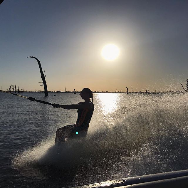 The only way to start the morning in the Summer time, right? 🤙🏼🤙🏼 . . . . #skimulwala #waterskiing #barefooting #goodmorning #summermorning #morningski #lifestyle #lifeonthelake #exploreyarrawongamulwala #lifestyleblog #yarrawongamulwala #tourism #countryvictoria #lakemulwala #ruverinansw #countrytown #murrayriver #visityarrawongamulwala #blogger #explore #lovewhereyoulive #inspiration #travel #touring #alwaysexploring #VIC #NSW #lifebythewater #sunrise #tourismblogger