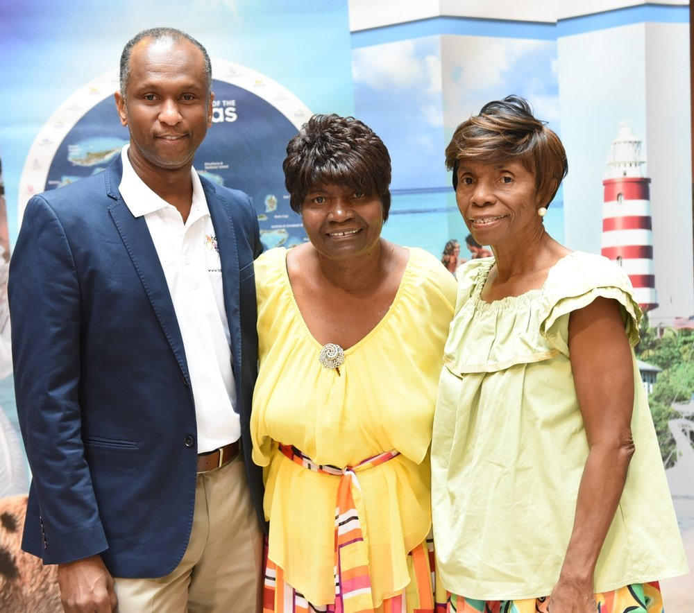 National Children's Choir of the Bahamas founders Audrey Dean-Wright (C) and her sister Patricia Bazard with Bahamas Ministry of Tourism in Canada senior director Paul Strachan