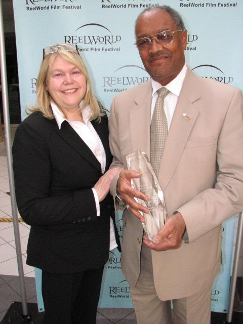 Lynne Stoltz presented the Tony Stoltz Memorial Visionary Award to Fil Fraser at the 2008 ReelWorld Film Festival
