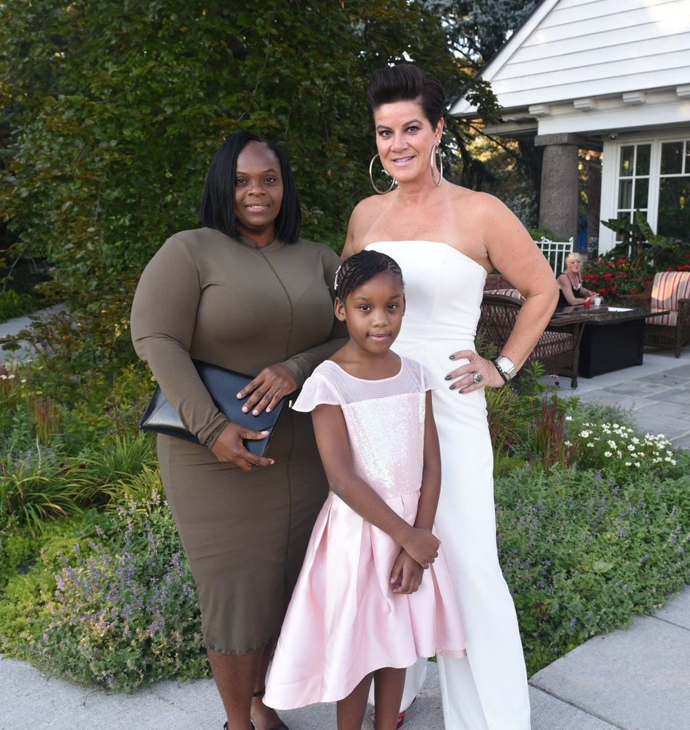Shyan Brown with her mom Francine Brown (l) & Natasha Borota