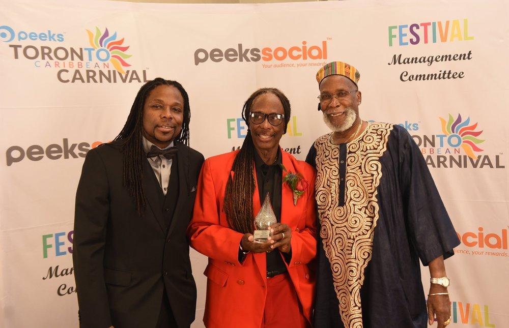 Tribute Award winners Earl La Pierre Jr. (l) and his dad Earl Sr. (c) with presenter Michael Phillips
