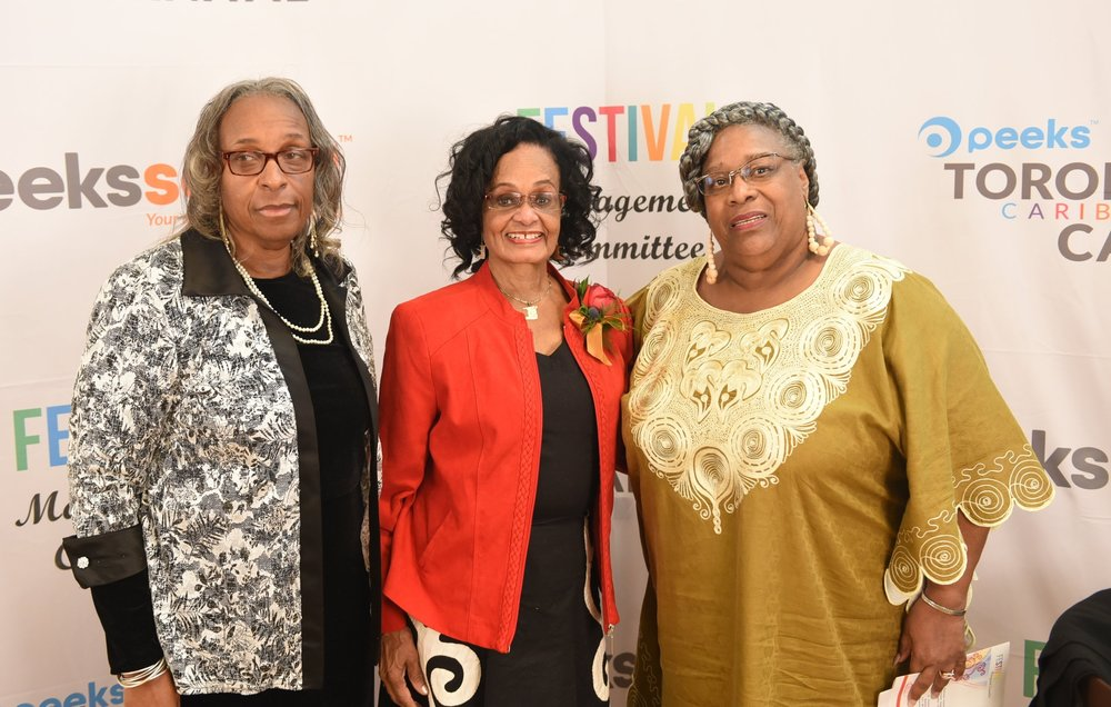 The Searles' sisters Kathleen (r) & Marjorie with award recipient Jean Turner-Williams