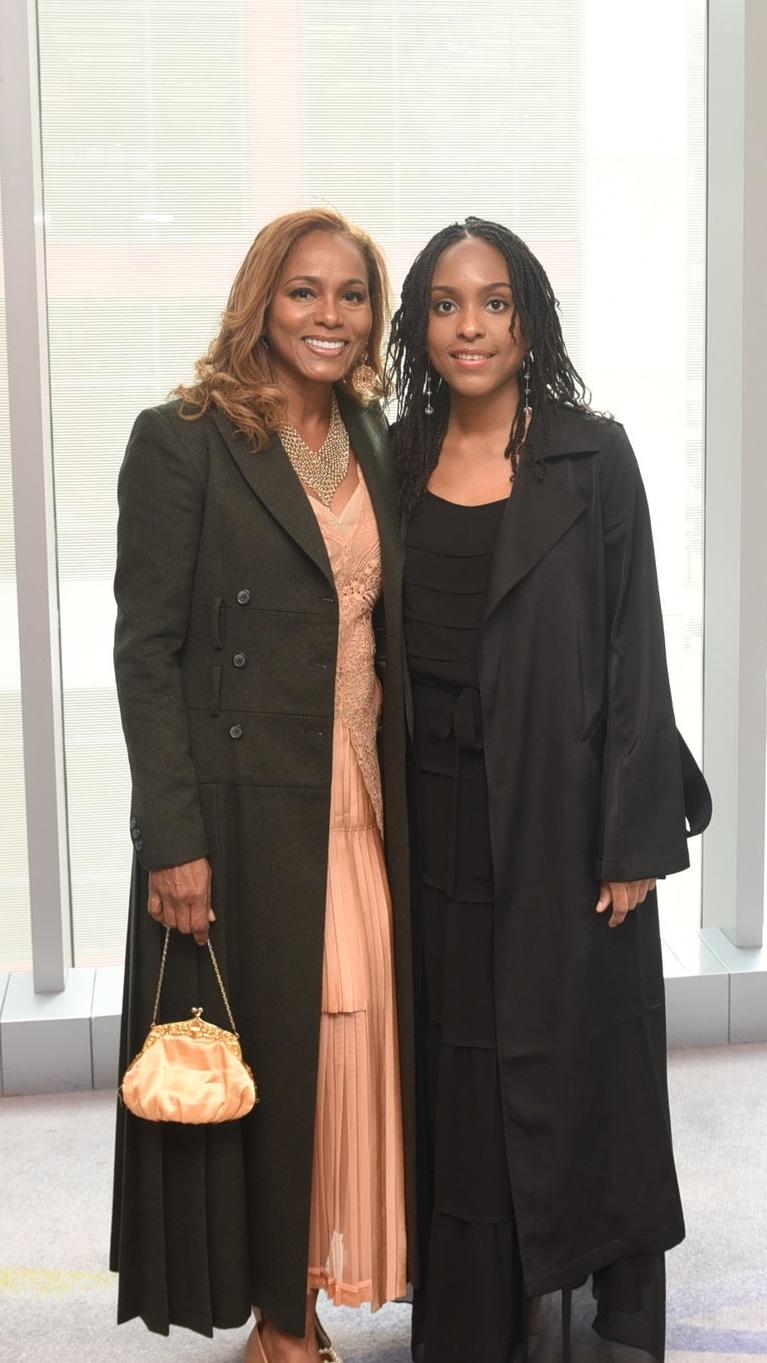 Suzanne Bowen (l) & her daughter Kandiss Fernando