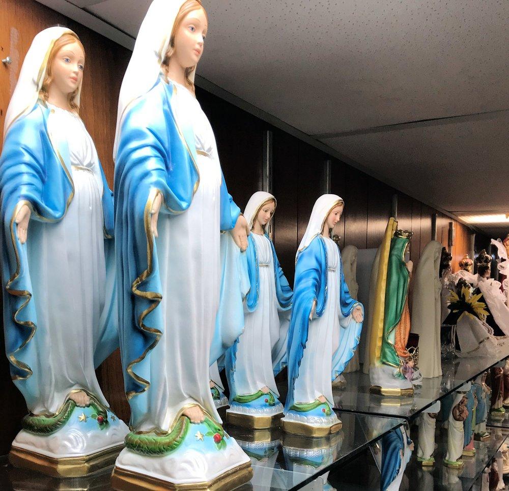 giftshop_statues.jpg