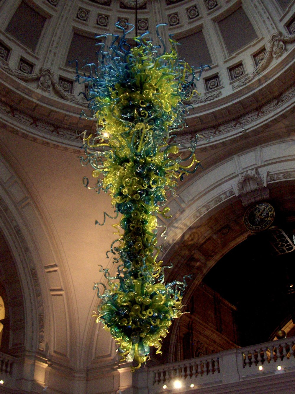 A Chihuly Chandelier at the V&A Museum