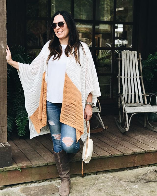 It's A Fall Friday! There's always so much to do during the week and today I needed to spend time with my fam having some fun. We snuck away to @visitleipersfork to have lunch, do some shopping, and to grab some @local_honey. I love that just a few miles from home can feel like a getaway. • #girlboss #familyday #leipersfork #fall #fridayfunday #familytime #lifebalance #today #localshopping #fall2018