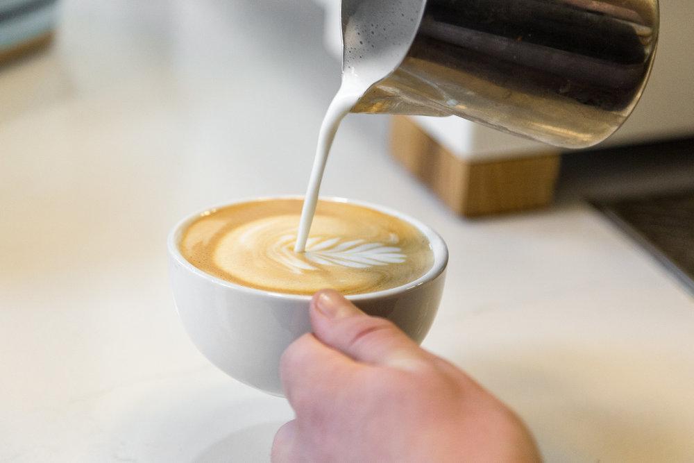 latte art pour.jpg