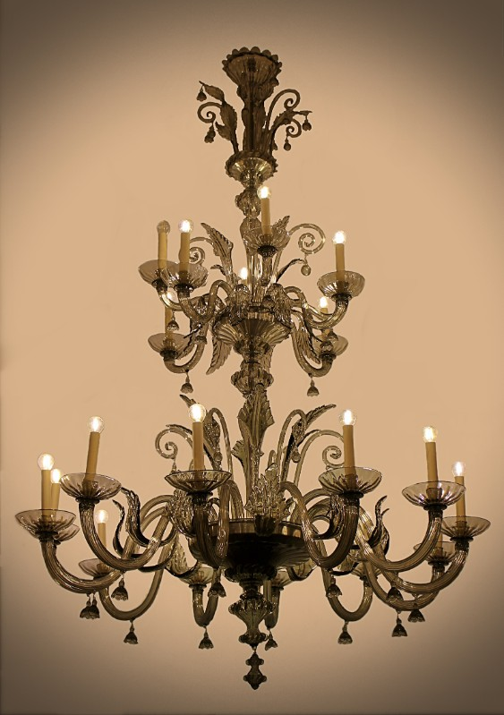 very-tall-venetian-chandelier-in-murano-glass-28-arms-of-light-797656-en-max.JPG