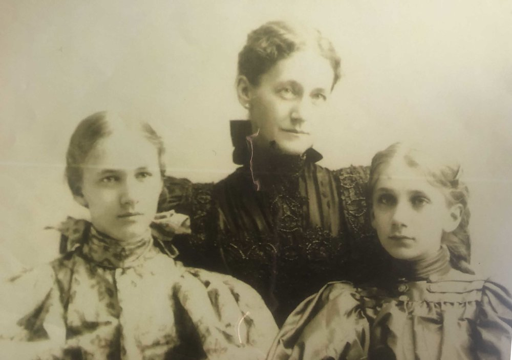 Portrait of Mary with daughters Helen and Marion Jessie Bull