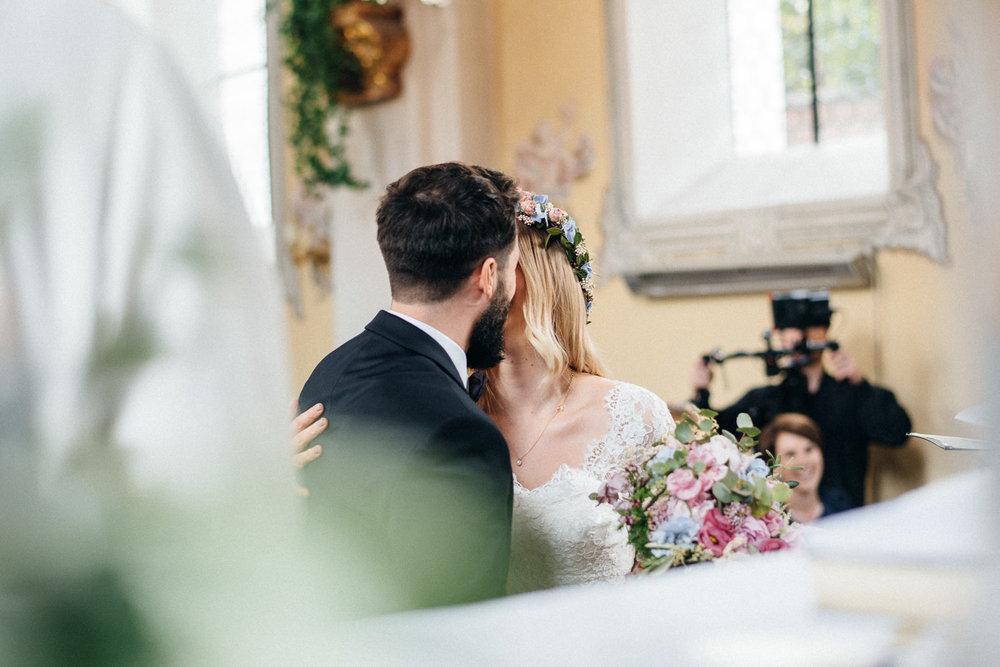 hochzeit-schloss-mittersill-heiraten-in-den-bergen-hochzeitsfotografin-mariagadringer-059.jpg