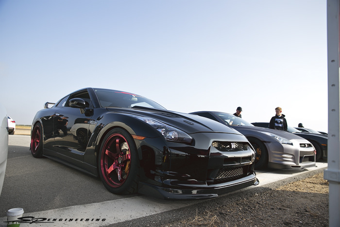 We attended No Fly Zone 5 in Shafter, CA hosted by Omega Motorsport.  No Fly Zone is a 1/2 mile side by side roll racing event and is open to anyone looking to throw down some fast speed and all around side by side fun with an opponent seeking for the same thrill. I'll continue on with this post by categorizing each SPE built GT-R.