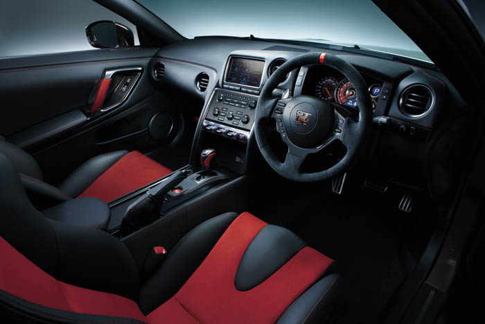 • The Nissan GT-R Nismo cockpit inspires driver confidence through both its craftsmanship and optimized driving position. • Interior trim features include discreet red stitching on the seats, center console, door trim and steering wheel.