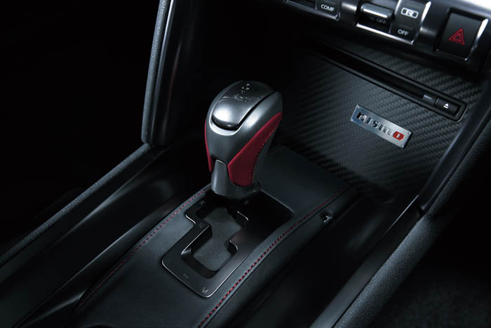 • Nismo racers influenced the design of the steering wheel which is dressed in Alcantara with three spokes, red center mark and red stitching to give the best combination of grip, feedback and comfort.