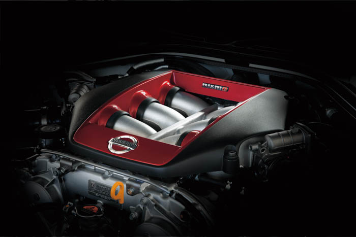 • Under the hood, the 3.8 liter V6 VR38DETT engine benefits from the know-how that Nismo has gained from participating in such events as the world-renowned Nurburgring 24 hour race. Engine power has risen and is now rated at 600hp (447kw) and 481 lb ft (652Nm) of torque. • New high flow, large diameter turbochargers, which are used for GT3 racing, improve breathing, while optimized individual ignition timing control for each cylinder and upgraded fuel pump improve combustion.