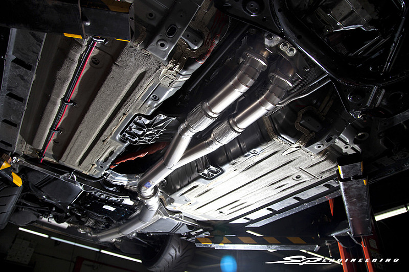 Every aspect of the exhaust is titanium, and it flows as follows: (2)80MM piping -> v-band -> (1)102MM piping -> v-band -> (2)80MM piping -> v-band -> (4) 80MM tips. The 102MM aids greatly in avoiding back pressure and is a critical component to this build creating so much power.