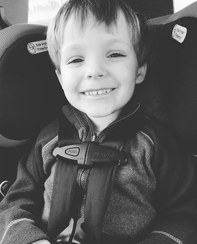 This handsome little dude had his checkup today! He is 37 inches & 35 lbs, or a big ball of average toddler 🤣 & even though he's a picky eater he has perfect iron levels 💖  #toddlermom #toddlerlife #healthyboy #trulyblessed #blessedtobehismom #cheesin #cheesing #thebigcheese
