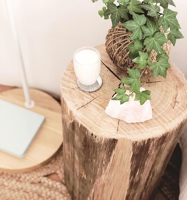 How gorge is my bedside table.. It's a raw black butt timber log 💠🌱#organic #ecofriendly #log #interior