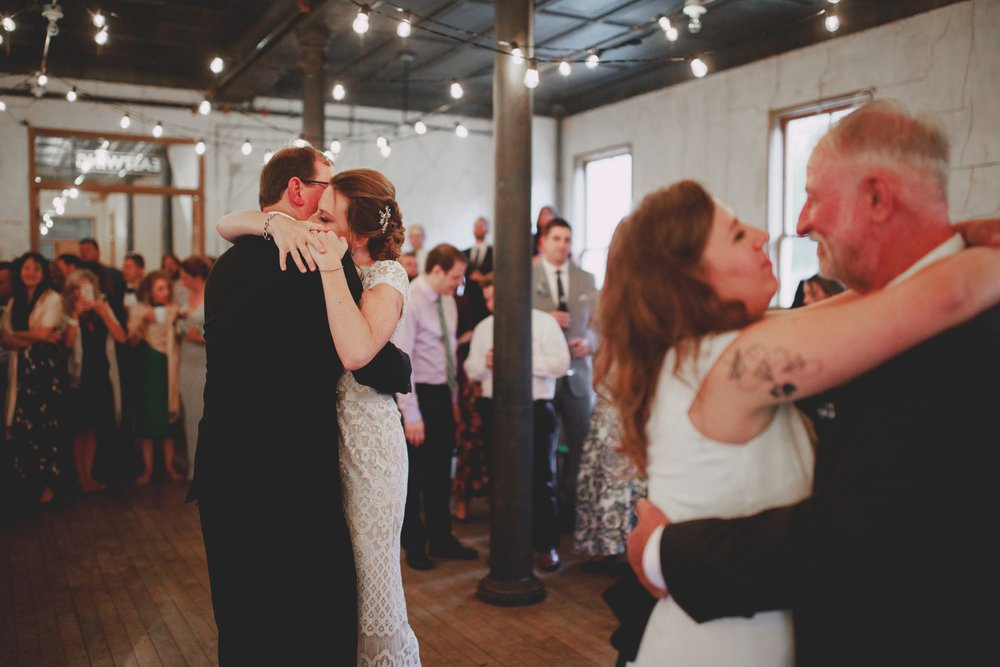amandavanvels_headlands_center_wedding_san_francisco_182.jpg