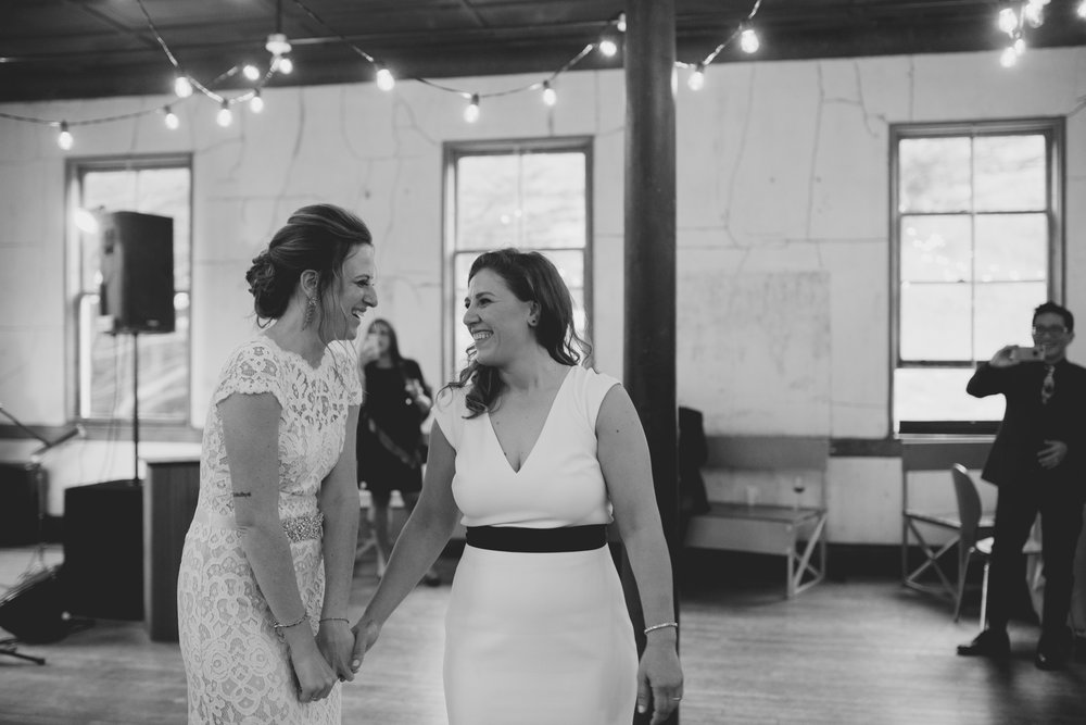 amandavanvels_headlands_center_wedding_san_francisco_181.jpg