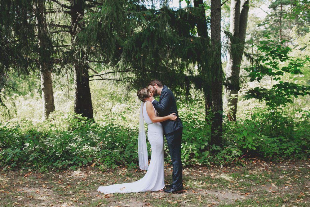amanda_vanvels_grand_rapids_farm_barn_wedding_021.jpg