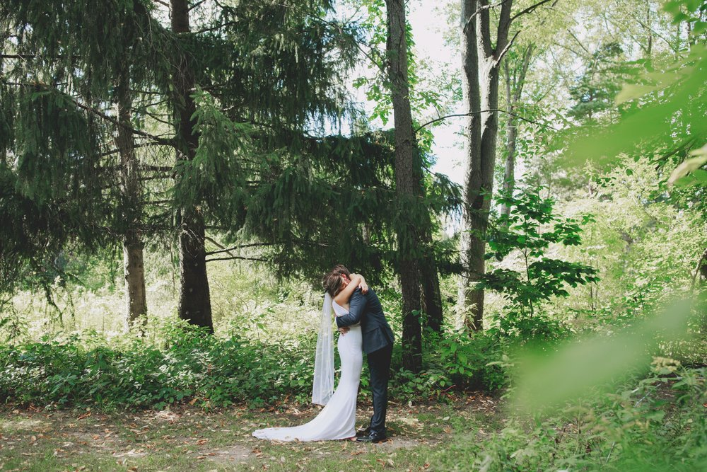 amanda_vanvels_grand_rapids_farm_barn_wedding_023.jpg