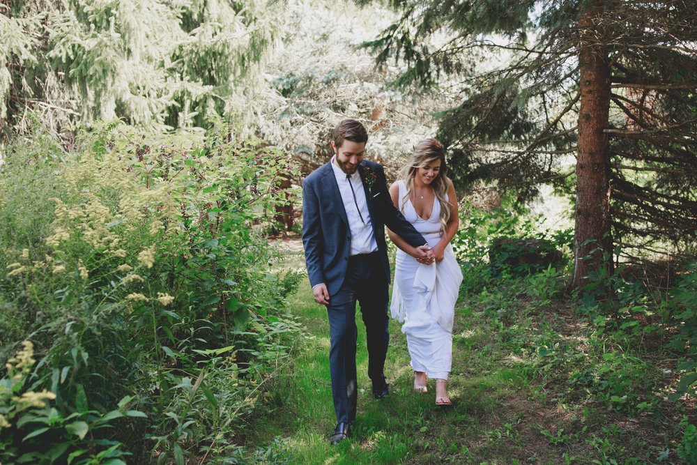 amanda_vanvels_grand_rapids_farm_barn_wedding_027.jpg