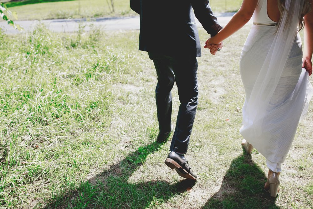 amanda_vanvels_grand_rapids_farm_barn_wedding_025.jpg