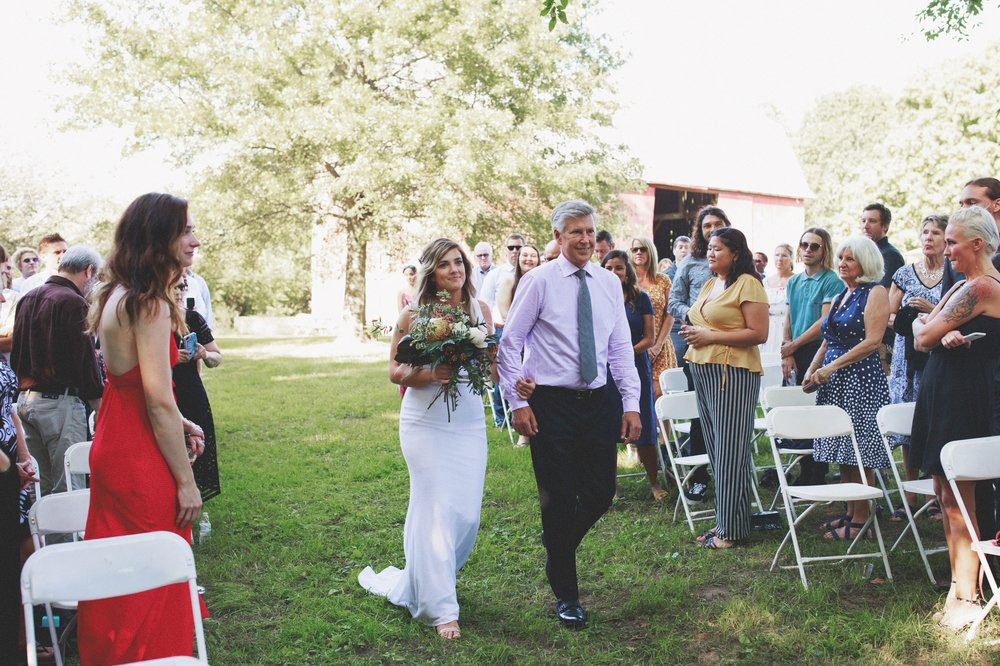 amanda_vanvels_grand_rapids_farm_barn_wedding_055.jpg
