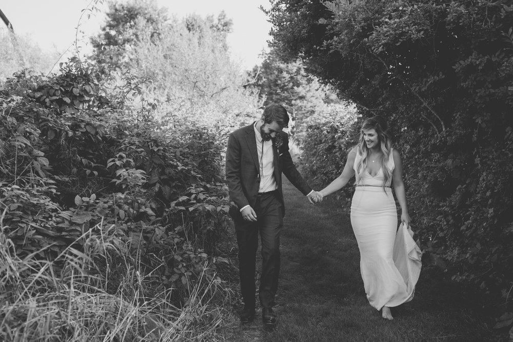 amanda_vanvels_grand_rapids_farm_barn_wedding_098.jpg