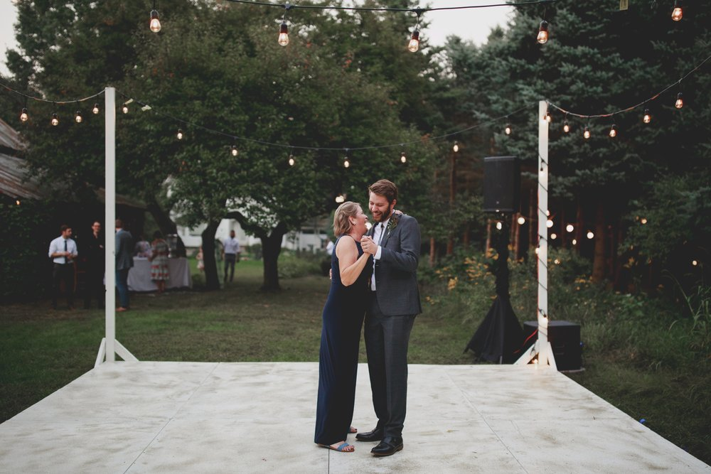 amanda_vanvels_grand_rapids_farm_barn_wedding_123.jpg
