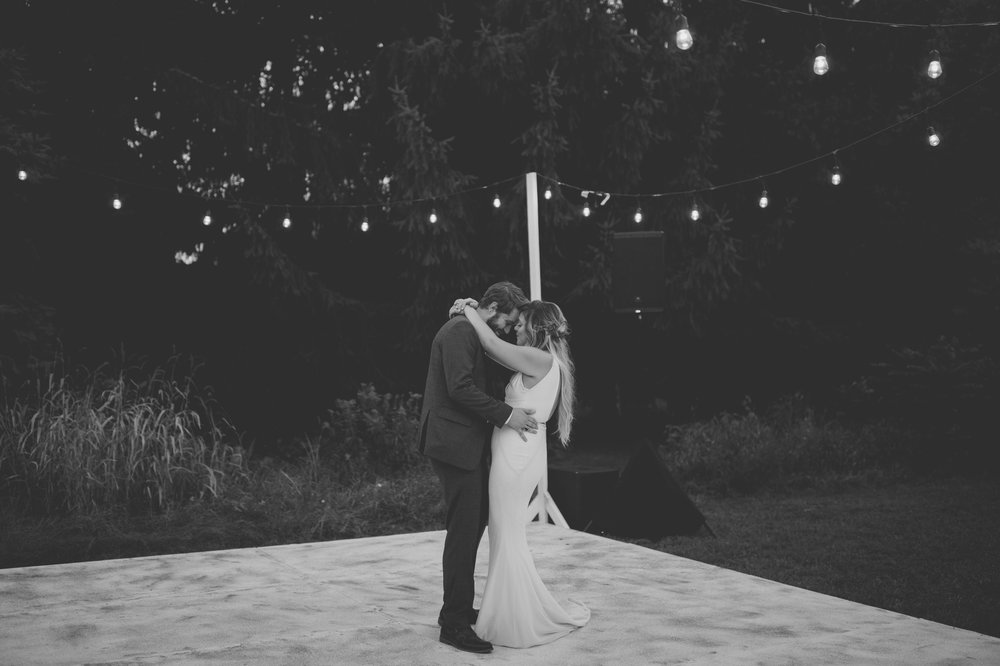 amanda_vanvels_grand_rapids_farm_barn_wedding_129.jpg
