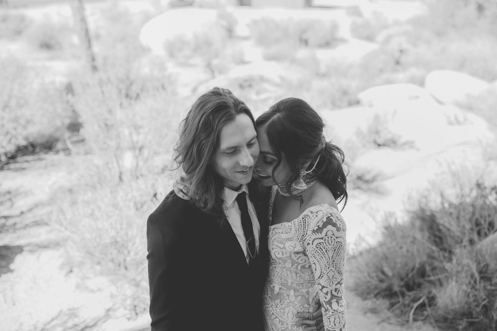 amanda_vanvels_joshua_tree_inn_wedding_034.jpg