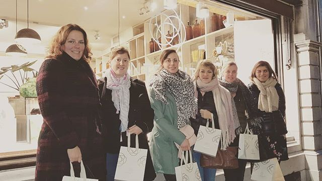 Chilly outside, warm & happy inside 🌺🌺🌺 . . #perfumeparty #in_tensity #intensity #workshop #antwerpen #vrijgezellen #teambuilding #perfumestore #boetiek #boutiqueshopping