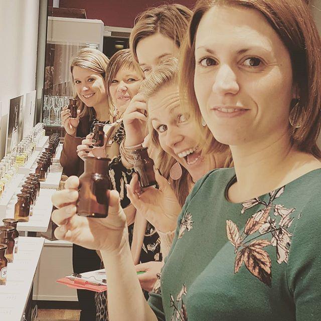 Perfumed ladies make the world sweeter 💜💜 . #in_tensity #paradise #workshop #ateliers #boetiek #perfumestore  #intensity #loveit❤️ #antwerp #teambuilding #vrijgezellen