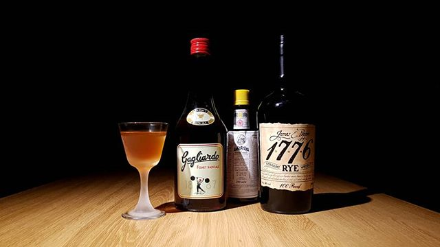 "Grazie Mille ajd shoutouts to @barvademecum who digged out this #masterpiece. ""Toronto"" a pre-prohibition cocktail.  35 ml 1776 Rye Whisky 35 ml Gagliardo Fernet  1 dash Angostura Bitters  Quote: ""With an exciting Fernet, and an aromatic Rye, this drink becomes a real treat."" Look for more exciting recipes at: www.bar-vademecum.com  #GagliardobitterRadicale #DrifterSpirits  @gagliardo_bitter"
