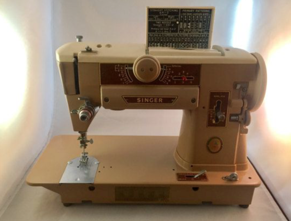 This is Theresa's beautiful Slant O Matic 401A. She told me her mother learn how to free motion embroider using a Slant O Matic.