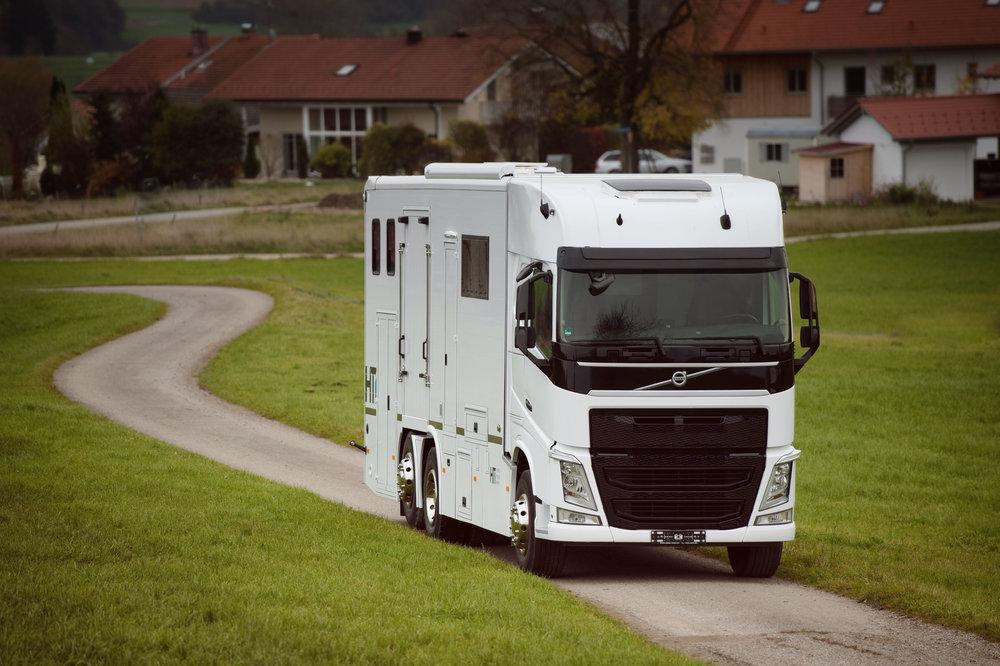 White Volvo Aniko Towers Photo 14k-8.jpg